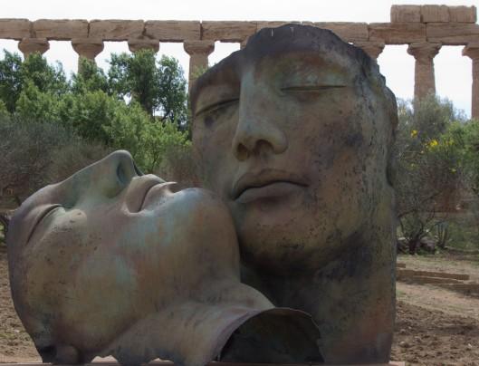 2011 03 29_Bronze sculpture duo
